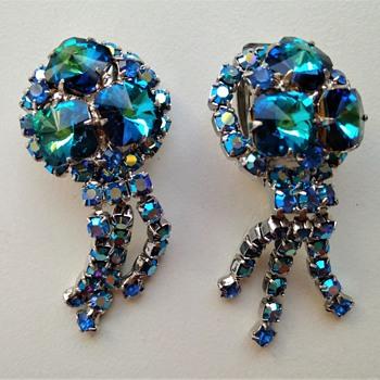 Vintage rhinestone earrings - Costume Jewelry
