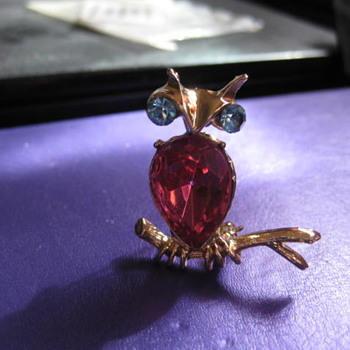 DODDS Cute owl perched on a branch  - Costume Jewelry