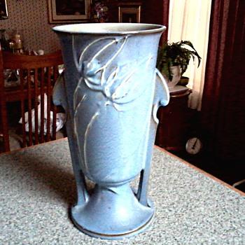 "Roseville Blue ""Teasel"" Vase /# 887-10 / Circa 1938 - Pottery"
