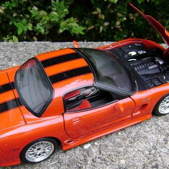 1 / 18 Scale Die Cast 2001 Corvette - Classic Cars