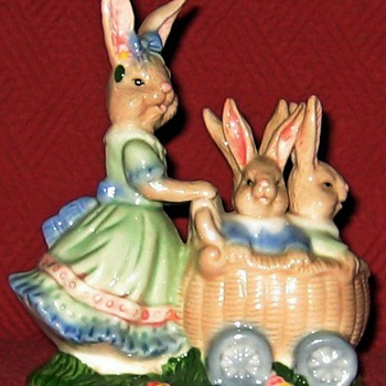 Porcelain Mother Rabbit With Babies - Animals