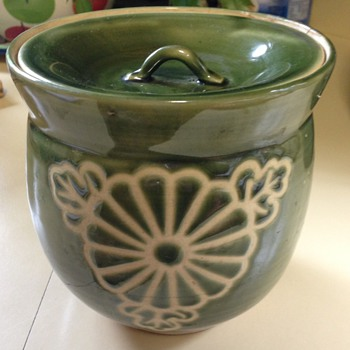 Green asian lidded jar - Pottery