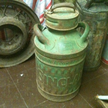 Embossed 5 Gallon Sinclair Oil Can - Petroliana