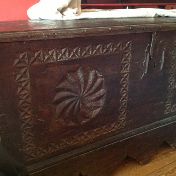 Large chest/coffer - Furniture