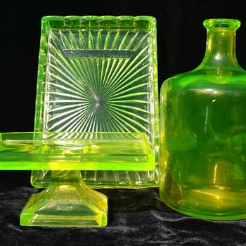 Vaseline glass point-of-sale displays - Glassware