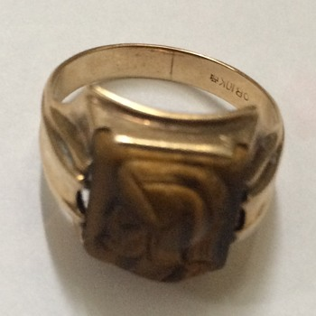 Vintage Carved Catseye Ring