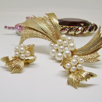 Trifari Bow Tie - Costume Jewelry