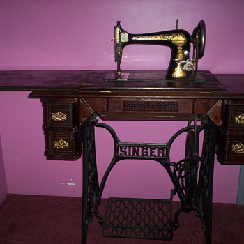 Antique Singer Sewing Machine.