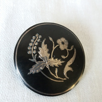 Victorian mourning brooch or not? - Fine Jewelry