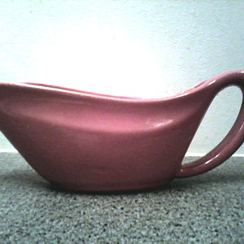 "Bauer Pottery USA Los Angeles / Rose ""Aladdin"" Sauce Boat / Circa 1930's - Pottery"