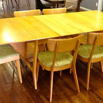 "Heywood Wakefield ""Harmonic"" Drop Leaf Table with 2 leaves and 6 chairs. - Mid-Century Modern"