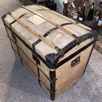Old trunk or chest  - Furniture