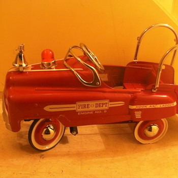 hook and ladder Fire Truck No.9 - Model Cars