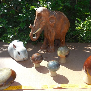 A Bunny Some Mushrooms And An Elephant That Can't Forget! Robert Maxwell Pottery And Syroco Wood - Animals
