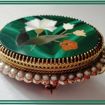 Antique Pietra Dura in 18K gold Seed Pearl Setting - Fine Jewelry