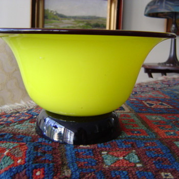 STEUBEN JADE YELLOW WITH APPLIED COBALT - Art Glass