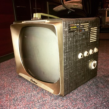 Fleetwood 17-11A - Electronics