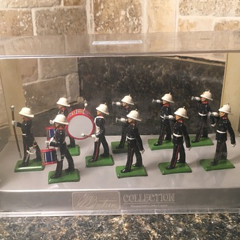 Toy soldiers marching band. - Toys