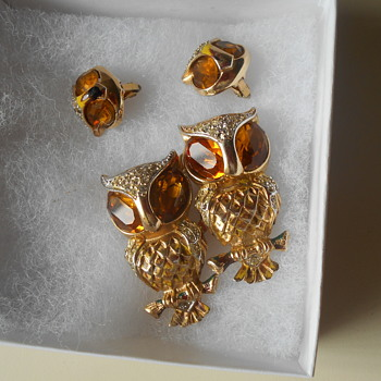 Coro Owl Duettes fur clip/dress clip Brooch and earrings - Costume Jewelry