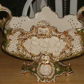 Unknown Footed Porcelain Gilded  Flower Bowl 1777(?) - Pottery