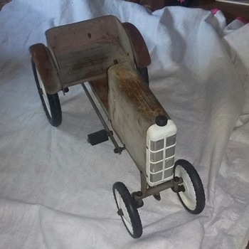 Pedal tractor - Model Cars