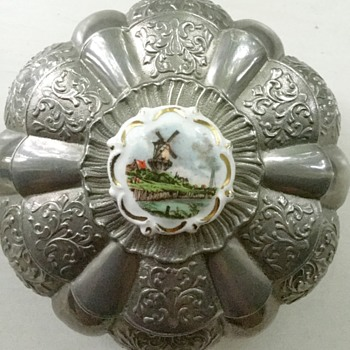 Silver or pewter jewelry box made in Italy