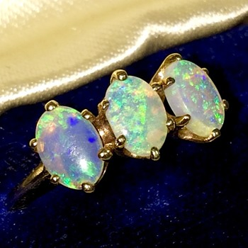 Antique Victorian Fire Water Opal 10k 3 Stone Ring