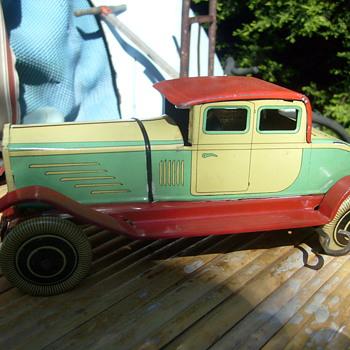 CLOCKWORK VINTAGE 1930s SEDAN.made in england - Model Cars