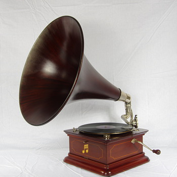 Columbia gramophone C1910 - Records