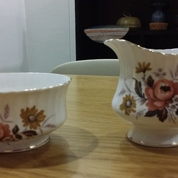 "Vintage ""Royal Standard"" Creamer and Sugar Bowl Set"