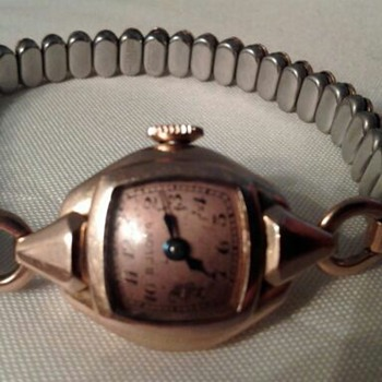VINTAGE 14 kt GOLD  BULOVA WOMEN'S WRIST WATCH