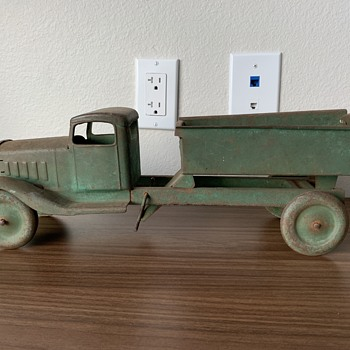 1920's Pressed Steel Dump Truck unknown maker but cool truck - Model Cars