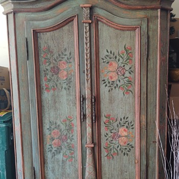 An auction purchase ten years ago. Origin was French Lick Indiana.  Can anyone identify? - Furniture