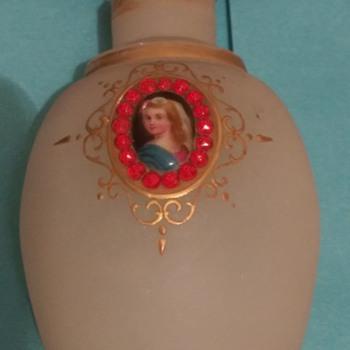 Beautiful old perfume bottle (FRENCH)??? - Bottles
