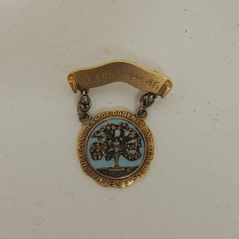 """""""National Congress of Parents and Teachers (PTA) 1897"""" Pin - 10K Gold and Sterling - Oxford 1944-1945 - Medals Pins and Badges"""
