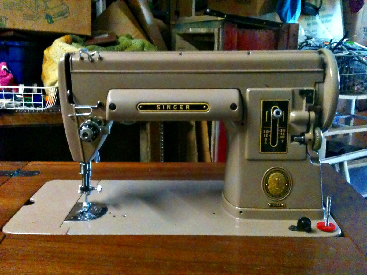 1951 Singer 301 Sewing Machine with Cabinet/table ...