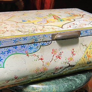 Japonisme Tin Bisquit Box from England - Furniture