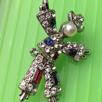 Cute figure brooch - Costume Jewelry