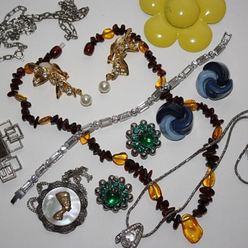 Vintage costume jewelry lot :) - Costume Jewelry