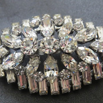 Art Deco Look Costume Brooch - Costume Jewelry