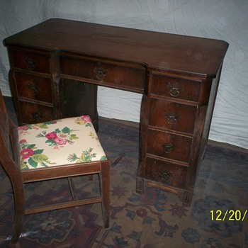 Karges desk & chair