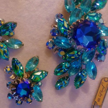 1950s Rhinestone Molded Glass Brooch Judy Lee Jewels #15 - Costume Jewelry