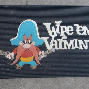 Looney Tunes 'Wipe 'em Varmits' Door Mat