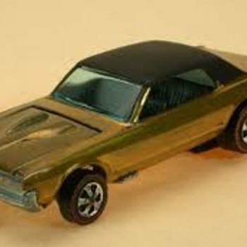 Hot Wheels Wednesday: Gold Custom Cougar w/ Black Top - Model Cars