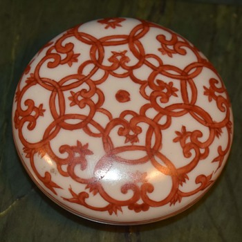 Chinese Porcelain Rouge Box with an Iron Oxide Glaze - Asian