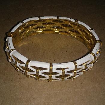 costume jewelry -bracelet-