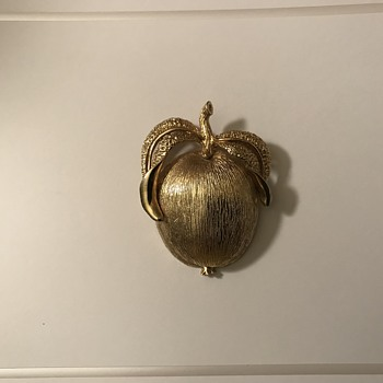 A Peach or Apply Vintage Brooch? - Costume Jewelry