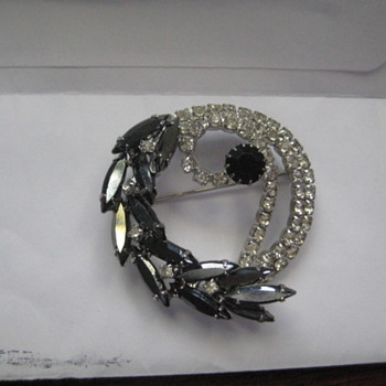 Brooch ID needed - Costume Jewelry