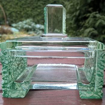 Bohemian art deco glass box in Lalique style  - Art Deco