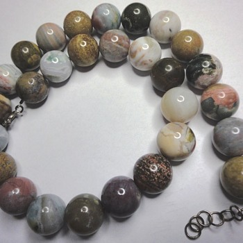 VINTAGE NATURAL BEAD NECKLACE, WHO CAN HELP? - Fine Jewelry